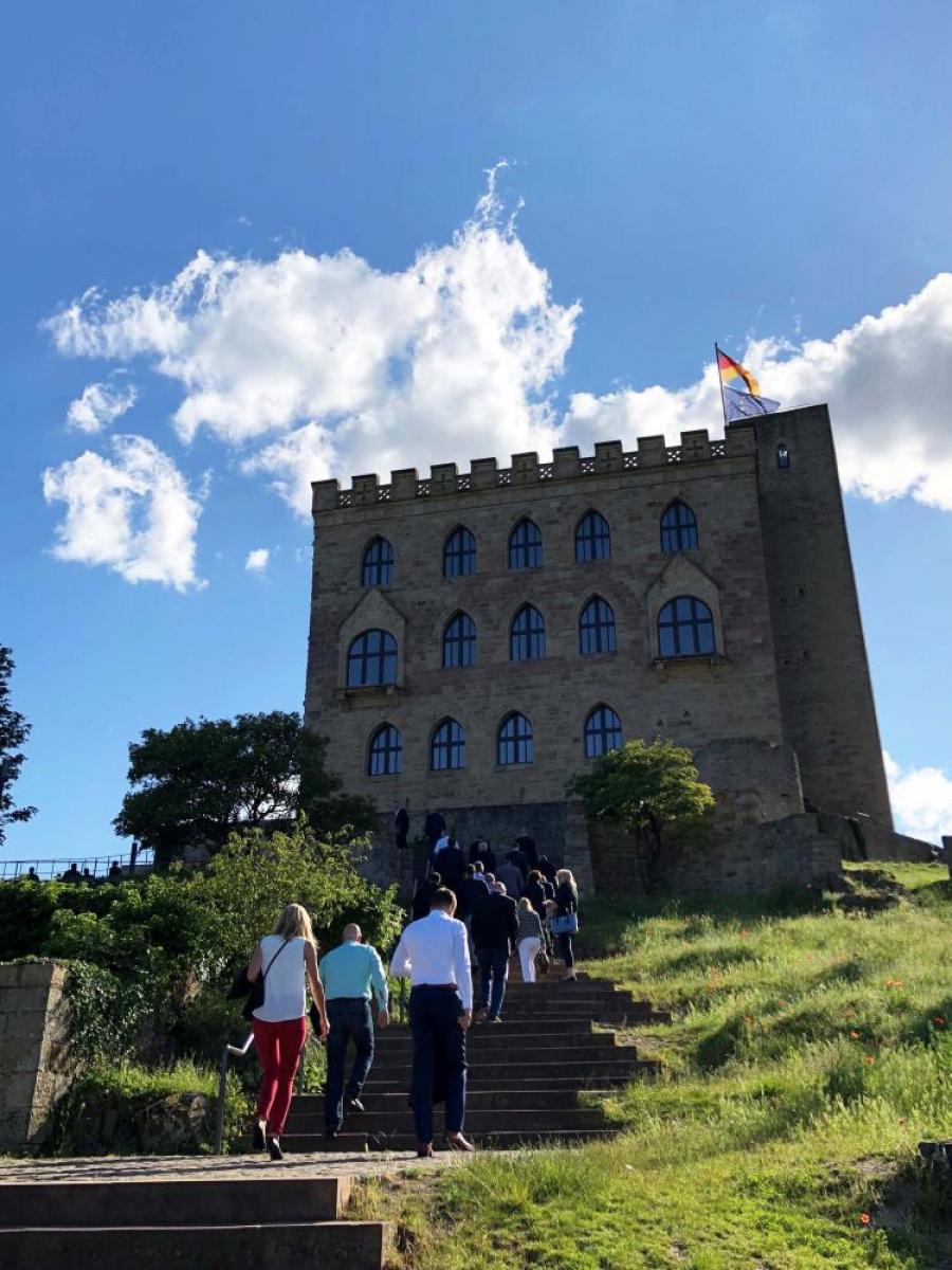 09_Web_Hambacher-Schloss_Treppe.jpg